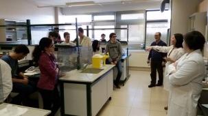 Alumnos de 4º de la E.S.O. del Colegio Marista Champgnat durante la explicación por los profesores del Departamento